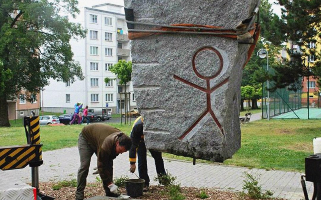 Co to jsou Petroglyfy? Zjistíte ve výstavě Františka Postla