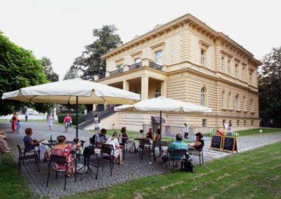 Kavárna ve Villa Pellé