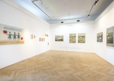 © Galerie Villa Pellé 2019, foto: Eva Malúšová : instalace výstavy Alžběta Skálová, Chůze v šeru1
