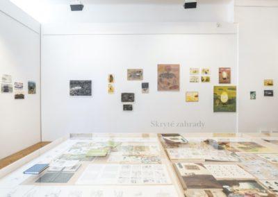 © Galerie Villa Pellé 2019, foto: Eva Malúšová : instalace výstavy Alžběta Skálová, Chůze v šeru25