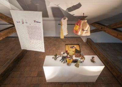 © Galerie Villa Pellé 2019, foto: Eva Malúšová : instalace výstavy Alžběta Skálová, Chůze v šeru33