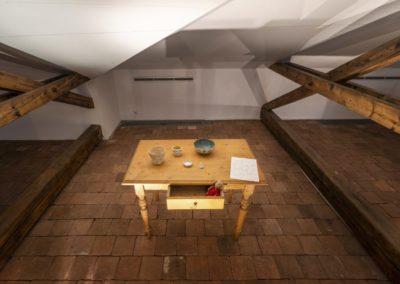 © Galerie Villa Pellé 2019, foto: Eva Malúšová : instalace výstavy Alžběta Skálová, Chůze v šeru34