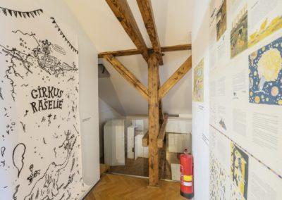 © Galerie Villa Pellé 2019, foto: Eva Malúšová : instalace výstavy Alžběta Skálová, Chůze v šeru42