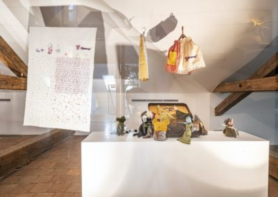 © Galerie Villa Pellé 2019, foto: Eva Malúšová : instalace výstavy Alžběta Skálová, Chůze v šeru50