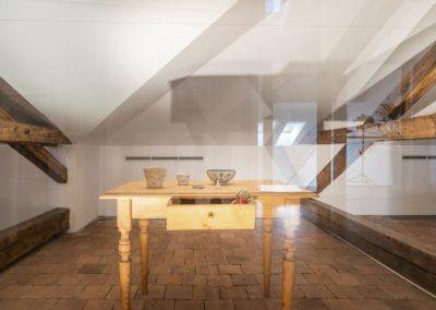 © Galerie Villa Pellé 2019, foto: Eva Malúšová : instalace výstavy Alžběta Skálová, Chůze v šeru51
