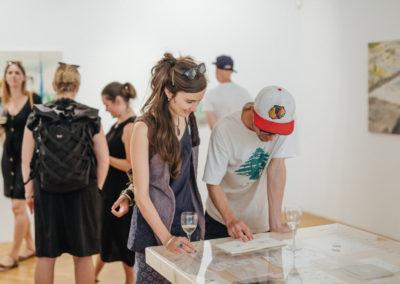 © Galerie Villa Pellé 2019, foto: Eva Malúšová : vernisáž výstavy Alžběta Skálová, Chůze v šeru102