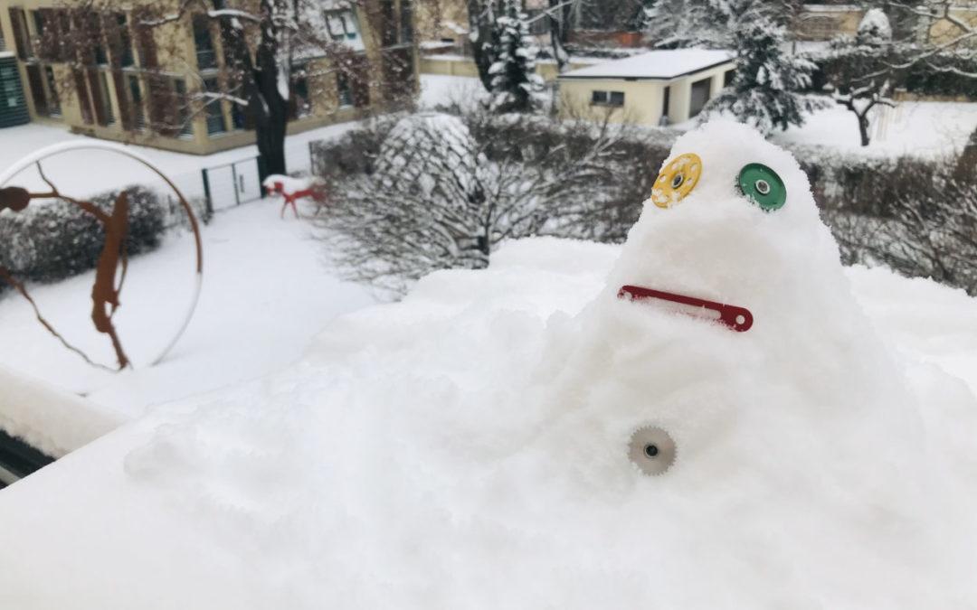 Postavte si sdětmi sněhuláka vnaší zahradě
